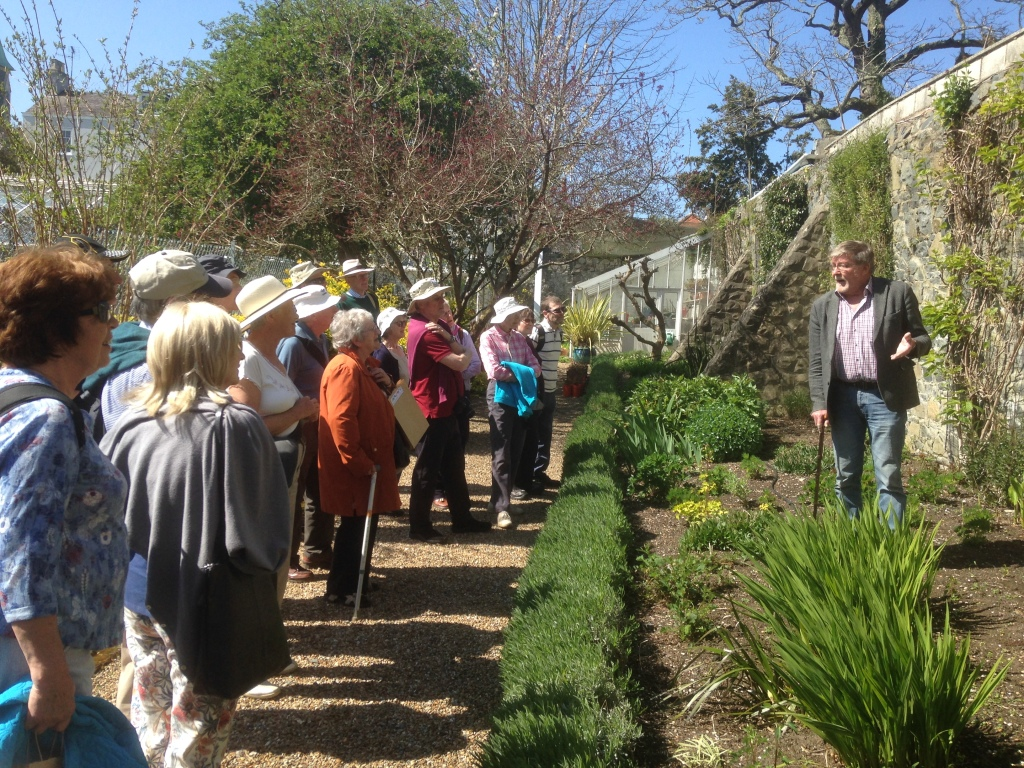 Pat Johnson enthralling the Kew Guild visitors to Grange Court