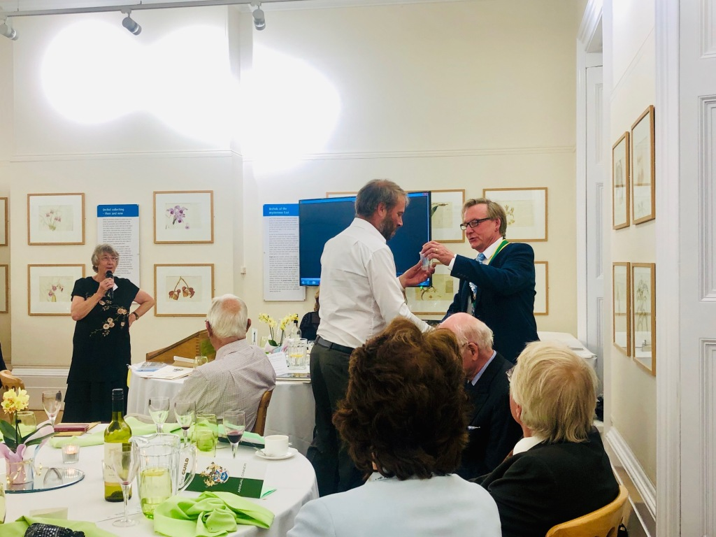 Peter Styles presenting Chris Kidd with glass at the Kew Guild Annual Dinner 2019