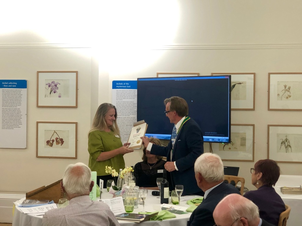 Peter Styles presenting Marcella Corcoran with award at the Kew Guild Annual Dinner 2019.